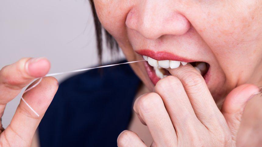 Flossing Teeth helps for good dental hygiene